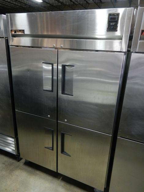 True TR2R-4HS 4-1/2 Door Reach-In Refrigerator